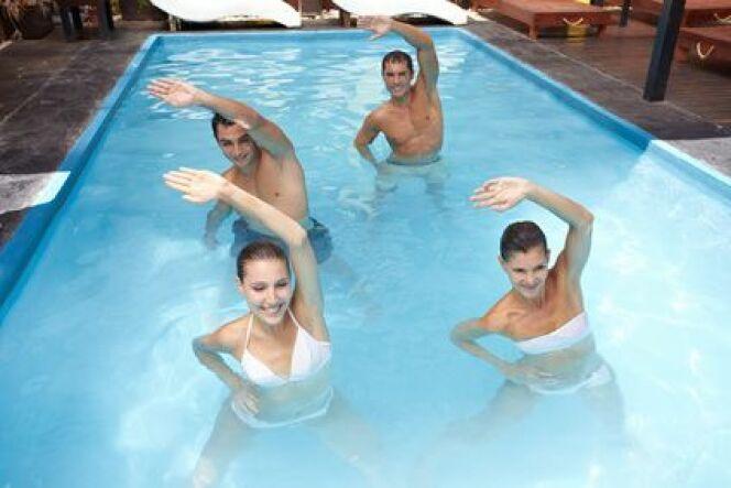 """S'initier à l'aquagym : un sport pour tous<span class=""""normal italic petit"""">© Robert Kneschke - Fotolia.com</span>"""