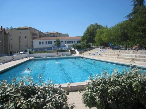 """S'entraîner à la natation est possible en été à la piscine de Privas<span class=""""normal italic petit"""">DR</span>"""