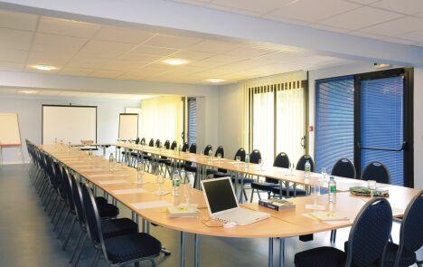 """Salle de réunion de l'hôtel Le Clos<span class=""""normal italic petit"""">DR</span>"""