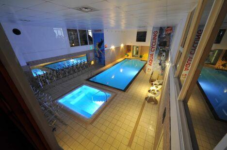 """Salle de sport avec piscine Gymnase Fitness Club à Mulhouse <span class=""""normal italic petit"""">DR</span>"""