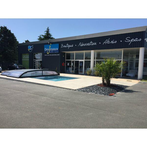 Sanchez piscines desjoyaux blois pisciniste loir et for Vente piscine montreal