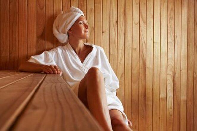 """Pour pratiquer le sauna et le hammam en toute sécurité mieux vaut connaitre toutes les contre-indications.<span class=""""normal italic petit"""">© Robert Kneschke - Fotolia.com</span>"""