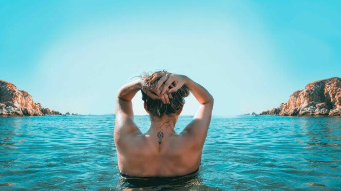 Se baigner après un tatouage