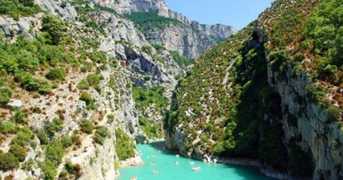 Se baigner dans un fleuve ou une rivi re - Un ou une thermos ...