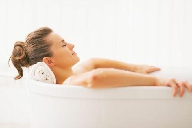 """Même une baignoire toute simple peut vous procurer de longues heures de détente et de relaxation.<span class=""""normal italic petit"""">© Alliance - Fotolia</span>"""