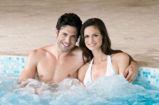 """Il existe une multitude de façons de profiter des bienfaits de la balnéothérapie à domicile ou dans un centre de spa.<span class=""""normal italic petit"""">© Rido - Fotolia.com</span>"""