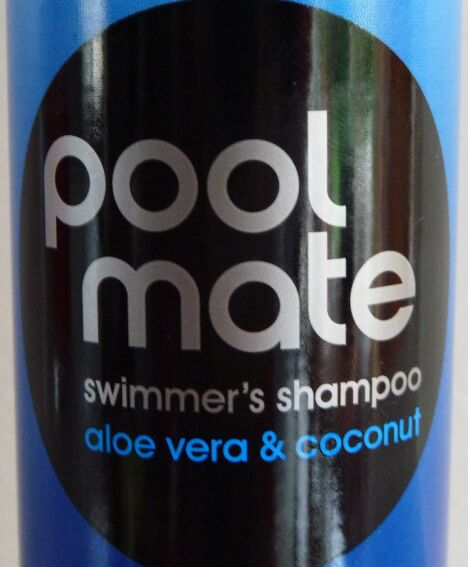 "Shampoing à l'aloe vera spécial piscine  <span class=""normal italic petit"">© Swimovate</span>"