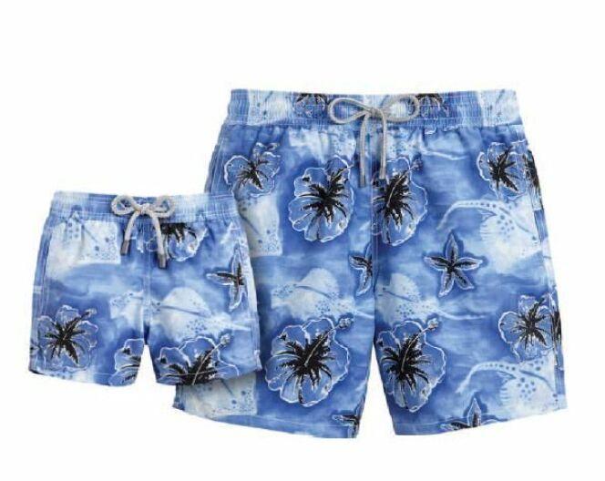 Short de bain bleu à fleurs exotiques Faï (été 2013)