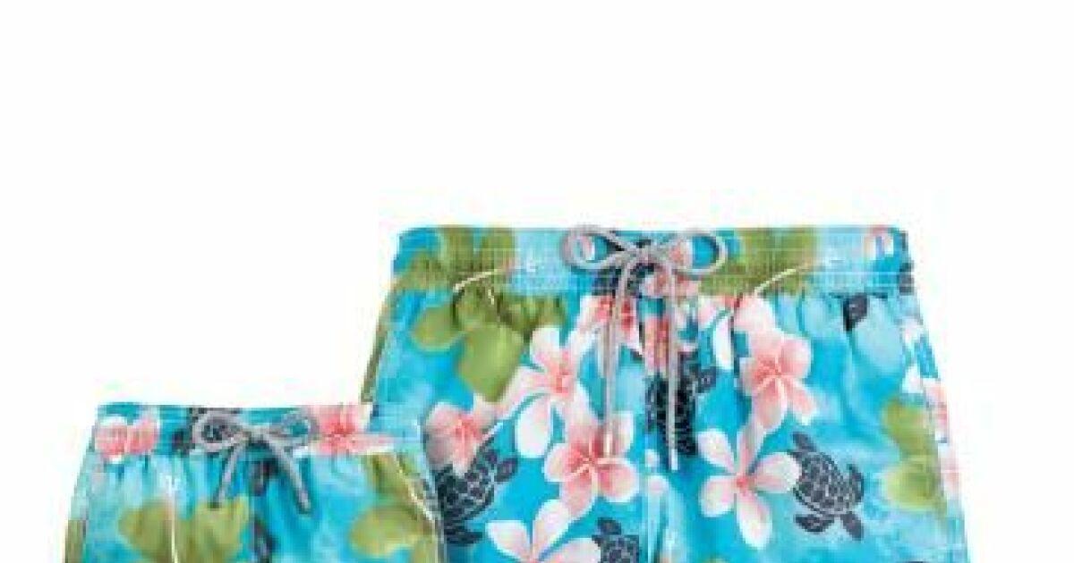 Short de bain pour homme fleurs exotiques et tortues for Short de bain piscine