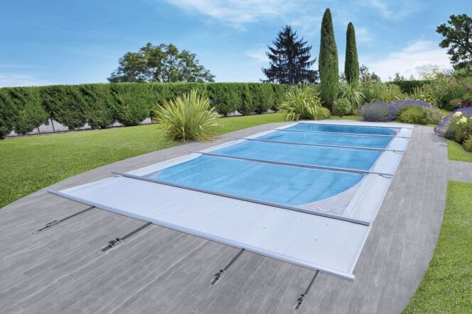 """Solae Waterair : la couverture solaire multi usages <span class=""""normal italic petit"""">© Piscines Waterair - Solae</span>"""