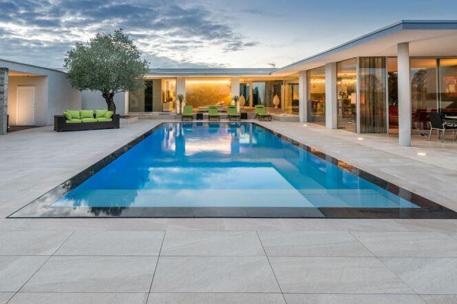 """Soldes 2017 : sélection d'offres promotionnelles piscine !<span class=""""normal italic petit"""">© Carré bleu</span>"""