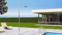 Zoom sur Sole 48, douche de piscine par Inoxstyle