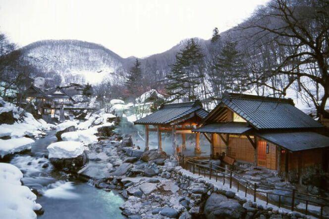 Sources chaudes Takaragawa Onsen sous la neige