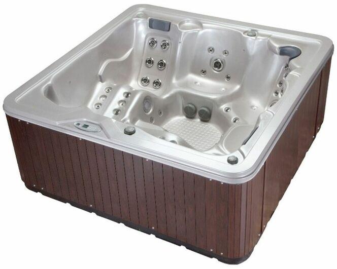 Galerie photos notre s lection de spas pour les particuliers spa 5 places - Spa gonflable de luxe ...