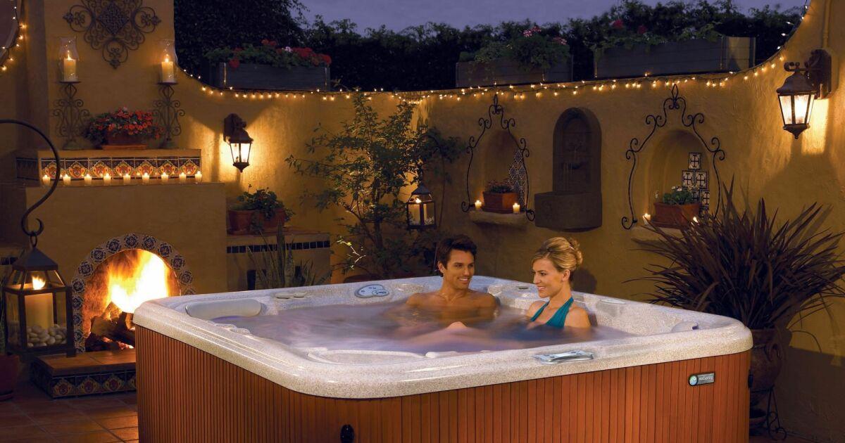 Galerie photos notre s lection de spas pour les particuliers spa 6 places - Deco jacuzzi exterieur ...
