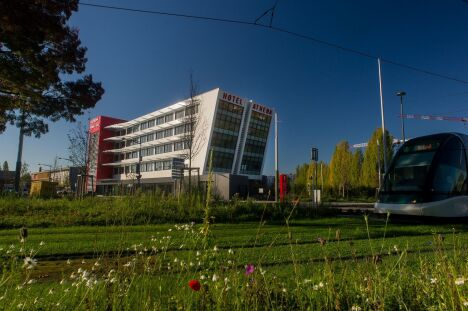 """Spa Athéna à Strasbourg : le bâtiment vu de l'extérieur <span class=""""normal italic petit"""">DR</span>"""