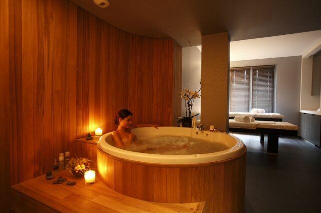 Spa Caudalie Les Etangs de Corot à Ville d'Avray : le bain barrique
