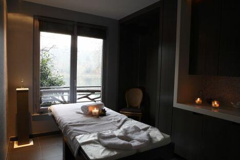 """La cabine du Spa Caudalie Les Etangs de Corot à Ville d'Avray.<span class=""""normal italic petit"""">DR</span>"""
