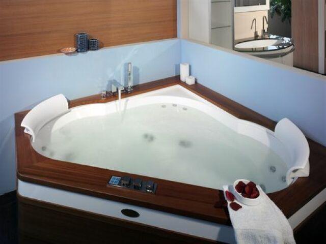 Le spa d\'angle : idéal pour l\'intérieur - Guide-Piscine.fr
