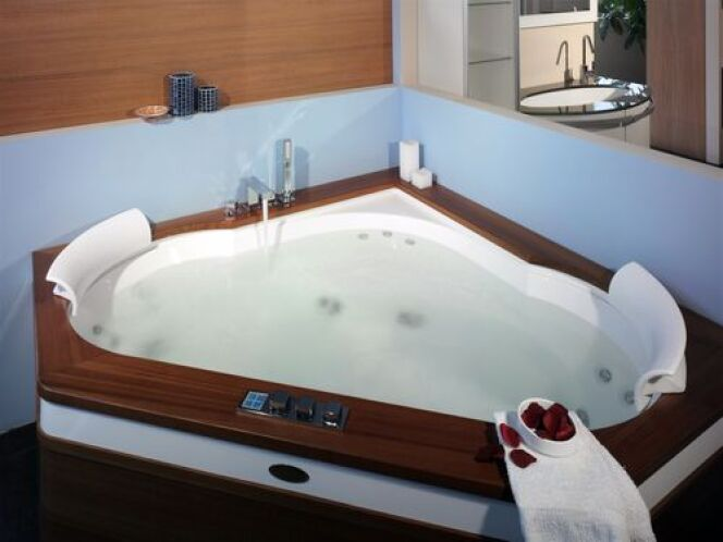 Le spa d 39 angle pratique pour les petits espaces et budgets for Salle de bain jacuzzi