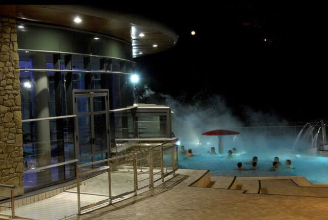 Bain extérieur du spa Royatonic