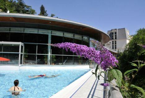 """Bain extérieur lors des beaux jours.<span class=""""normal italic petit"""">© Spa du Centre Royatonic à Royat</span>"""