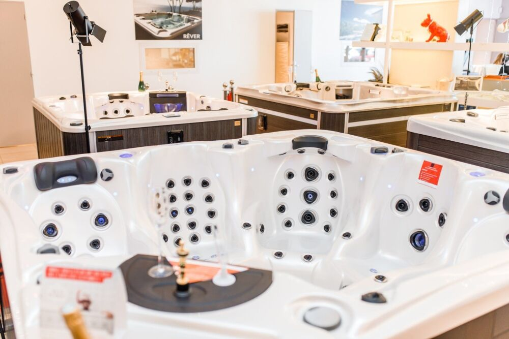 Spa équipé d'une place Massage Cervical et Full Spin Massage© Bluelagoonspas