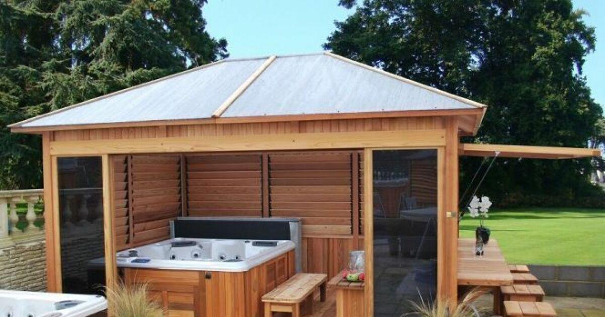 Très Un spa extérieur couvert pour se relaxer à l'abri UH68