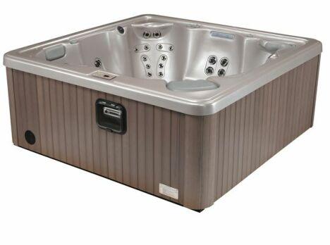 spa haut de gamme, bois, musique, balnéo, bain à remous, eau chaude