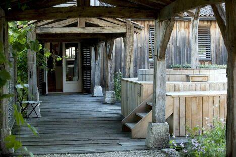 """L'accès au bain barrique au Spa """"Les Sources de Caudalie"""" à Bordeaux-Martillac<span class=""""normal italic petit"""">DR</span>"""