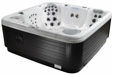 spa milieu de gamme, bois, détente, balnéo, bain à remous, eau chaude