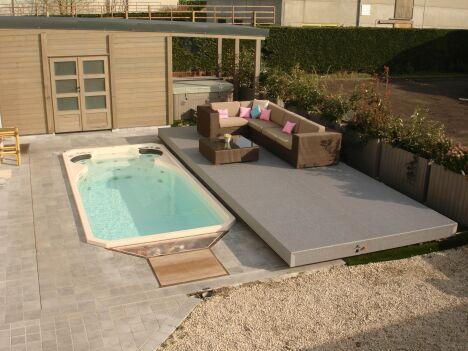 """Spa de nage Acrylique avec terrasse surélevée<span class=""""normal italic petit"""">© Clair Azur Spas</span>"""