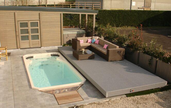 Spa de nage Acrylique avec terrasse surélevée © Clair Azur Spas