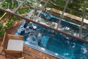 Spa de nage avec vue sur la marquise et les plages haute et basse