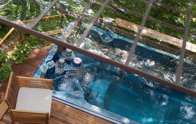 Spa de nage avec vue sur la marquise et les plages haute et basse DR
