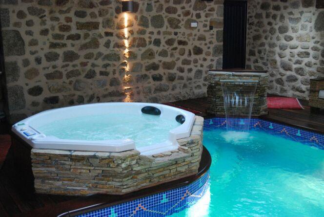 Spa intérieur et piscine© L'Esprit piscine