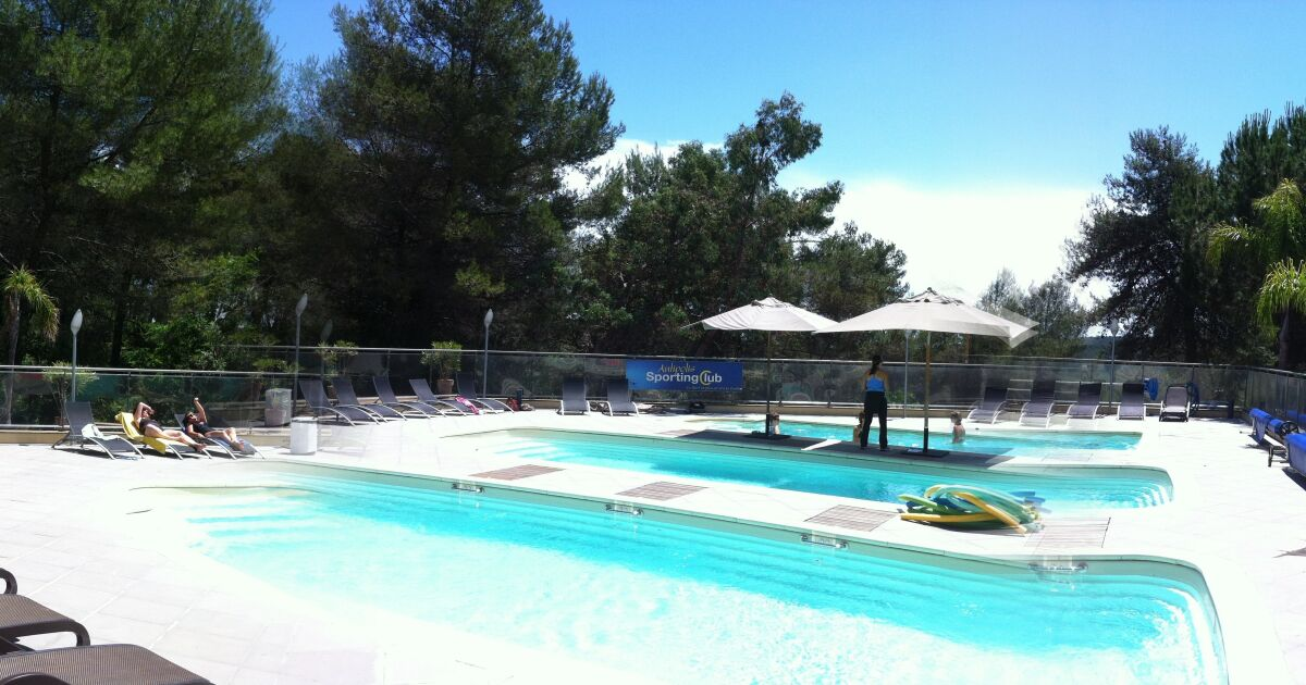 Piscine du sporting club des espaces antipolis sophia for Piscine sophia antipolis tarif