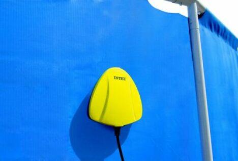 "Spot de piscine LED magnétique<span class=""normal italic petit"">© Intex</span>"