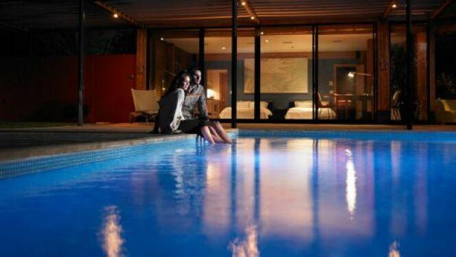 """Spots, projecteurs et lampadaires : mettez votre piscine en lumière<span class=""""normal italic petit"""">© Ryan McVay - Thinkstock</span>"""