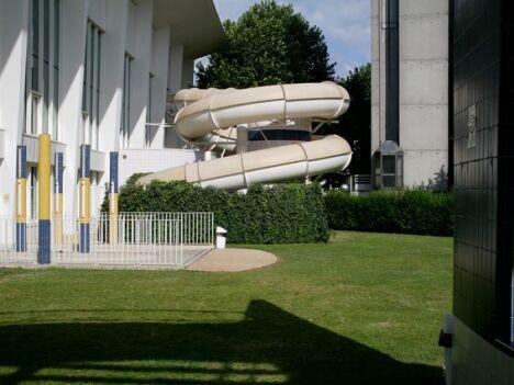 """Piscine à Montreuil : le toboggan à virages<span class=""""normal italic petit"""">DR</span>"""