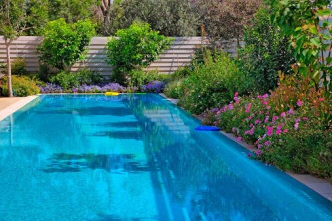 """Les taches noires peuvent apparaître sur toutes les piscines.<span class=""""normal italic petit"""">© Ekaterina Lin - Thinkstock</span>"""