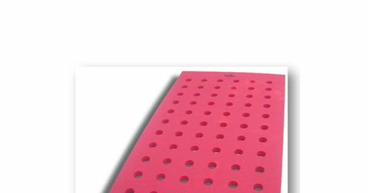 tapis piscine trous par aquagyms. Black Bedroom Furniture Sets. Home Design Ideas