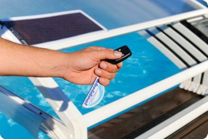"""Ouvrir un abri motorisé est aussi simple que d'appuyer sur un bouton!<span class=""""normal italic petit"""">© Abridéal</span>"""