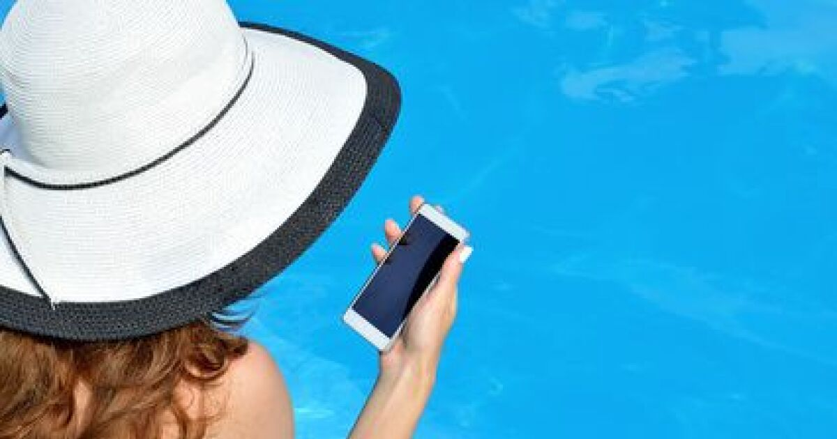 t l phone portable tomb dans la piscine que faire. Black Bedroom Furniture Sets. Home Design Ideas