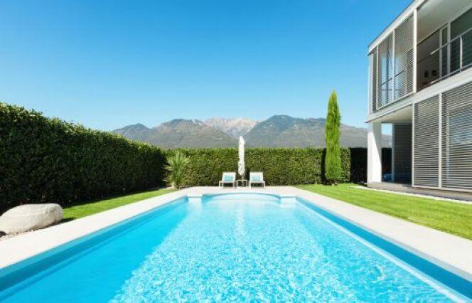 """Temps de filtration d'une piscine : quelle durée quotidienne ?<span class=""""normal italic petit"""">© piovesempre - Thinkstock</span>"""