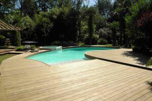 Plage de piscine en Kebony (prestation réalisable)