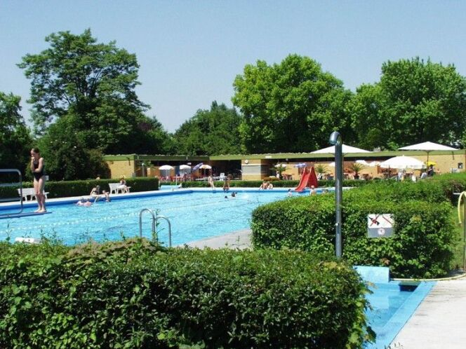 Thermalsportbad à Neuenburg am Rhein