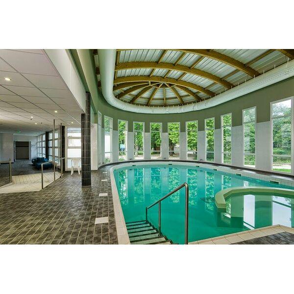 Thermes lons le saunier horaires tarifs et photos for Horaire piscine lons le saunier