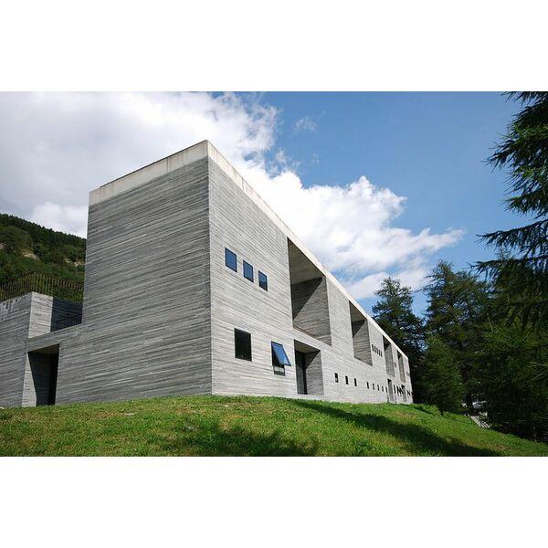 Thermes de vals une architecture contemporaine au c ur des montagnes suisses for Architecture contemporaine