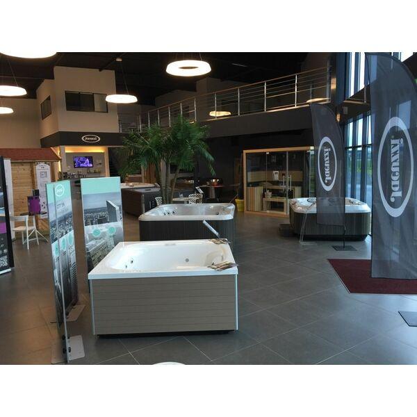 piscine oliness by interbat concessionnaire des marques jacuzzi et tyl par ay meslay. Black Bedroom Furniture Sets. Home Design Ideas